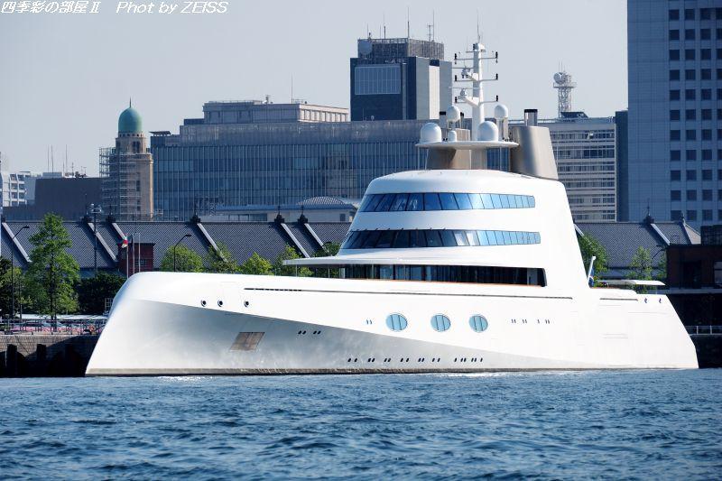 謎の個人所有の豪華ヨット「A」を見に行く!_d0358854_21353133.jpg