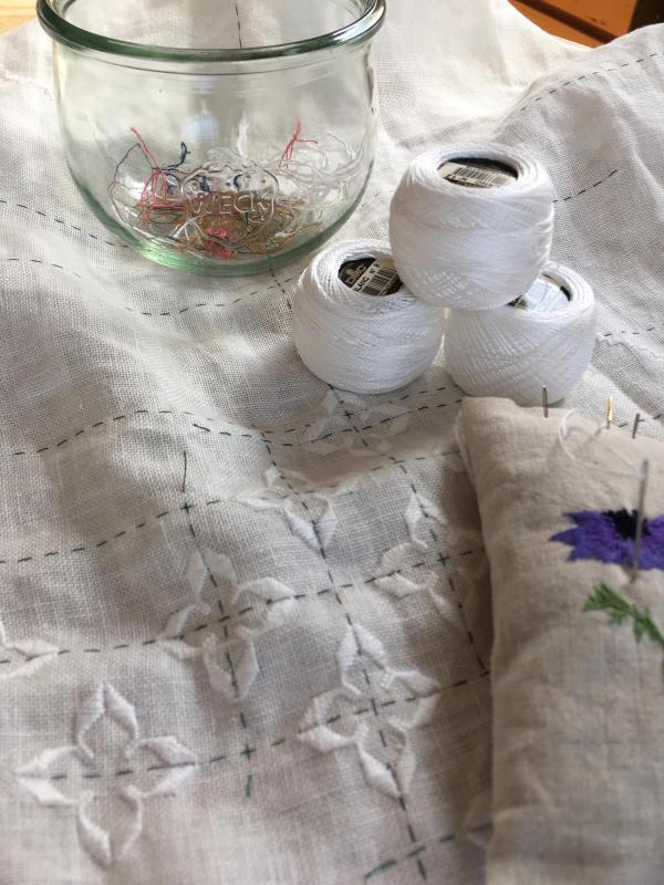 白糸刺繍     ハーダンガー  ⑧_a0374562_09000335.jpg
