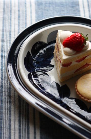 苺のショートケーキとARABIA_a0303951_13501457.jpg