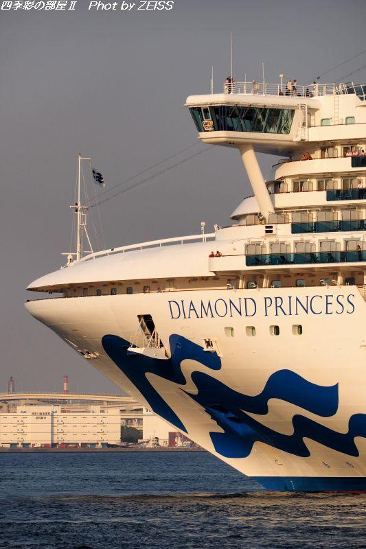 夕日を浴びて横浜港より出航するダイヤモンドプリンセス_d0358854_11180561.jpg