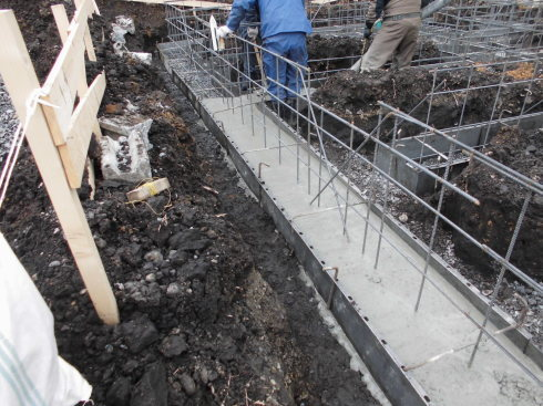 春の新築工事が始まりました_e0343963_10425306.jpg