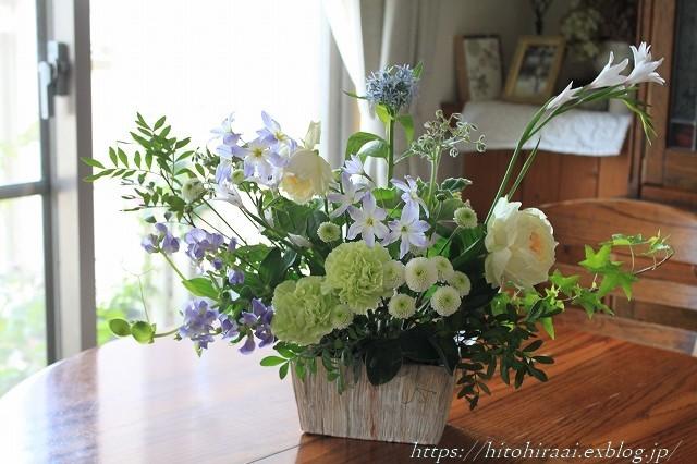 初夏の花を使ったアレンジメントと初夏のインテリア_f0374092_17114619.jpg