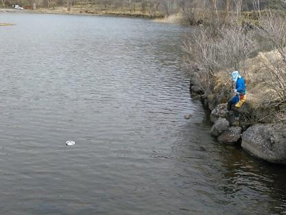 湖面に落ちた帽子の救出作戦_e0077899_16555483.jpg