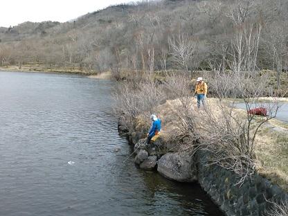 湖面に落ちた帽子の救出作戦_e0077899_16571641.jpg
