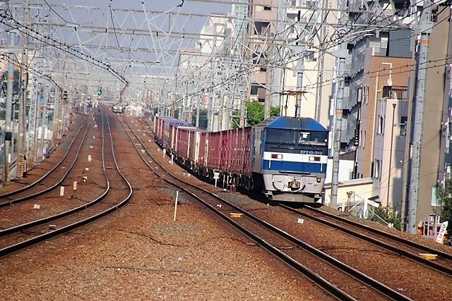 藤田八束の鉄道写真@貨物列車と借景の素晴らしさ、貨物列車に魅せられて写真を撮る_d0181492_10303924.jpg