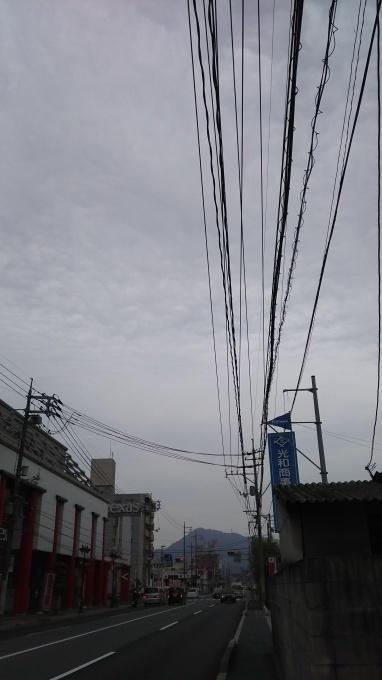 昨日までの快晴一転、どんより ポツリ雨も_e0094315_08511716.jpg