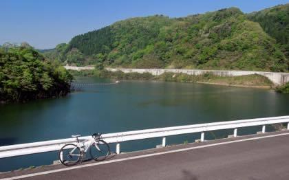 殿ダム沿いのコース.....サンセットまでには時間もたっぷり......_b0194185_20351312.jpg