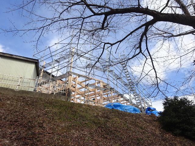 黒石野 桜の見える丘の上の家 建て方作業スタート!_f0105112_04330403.jpg