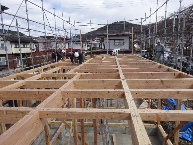 黒石野 桜の見える丘の上の家 建て方作業スタート!_f0105112_04330430.jpg