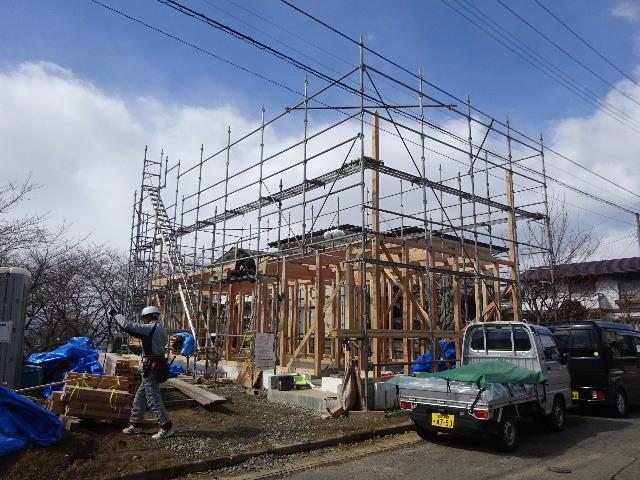 黒石野 桜の見える丘の上の家 建て方作業スタート!_f0105112_04330467.jpg