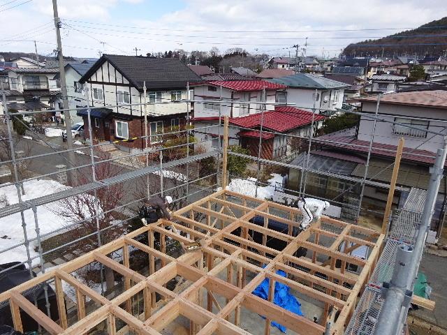 黒石野 桜の見える丘の上の家 建て方作業スタート!_f0105112_04390384.jpg