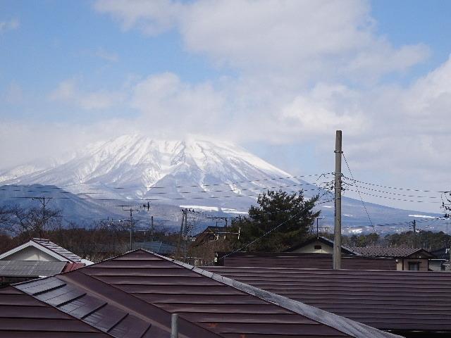 黒石野 桜の見える丘の上の家 建て方作業スタート!_f0105112_04453114.jpg