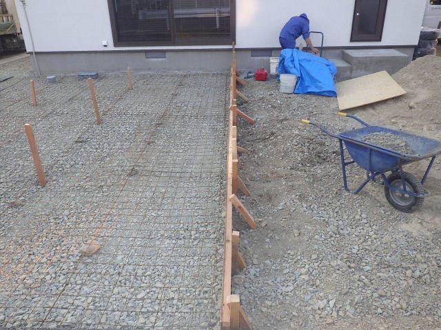 国分通りの家 外構工事が進行中。_f0105112_05082167.jpg