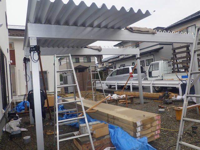 国分通りの家 外構工事が進行中。_f0105112_05163676.jpg