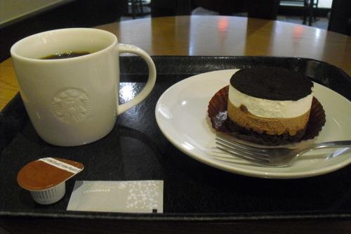 スタバ 『チョコレートレイヤーケーキ』_a0326295_23112910.jpg