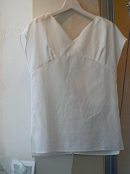 晴れの日の服をお仕立てするMay&Juneから、麻のブラウスが入荷しました。_e0122680_15562958.jpg