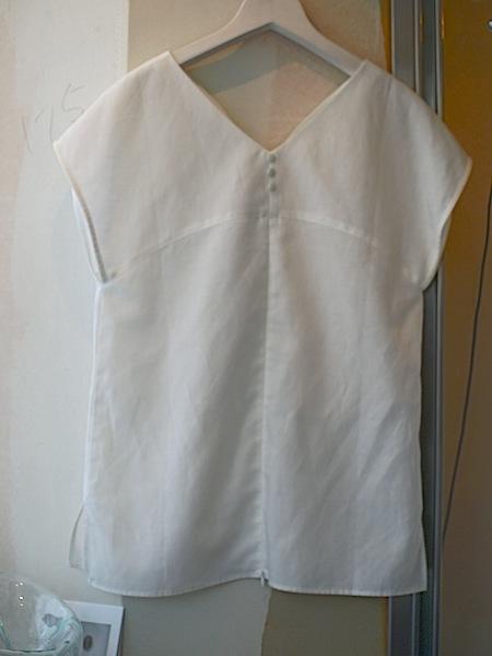 晴れの日の服をお仕立てするMay&Juneから、麻のブラウスが入荷しました。_e0122680_15570447.jpg