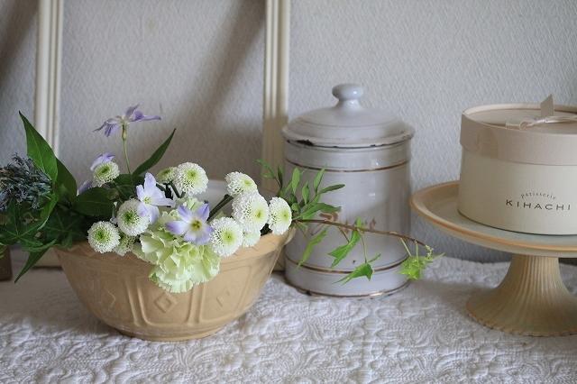 初夏の花を使ったアレンジメントと初夏のインテリア_f0374092_00510991.jpg