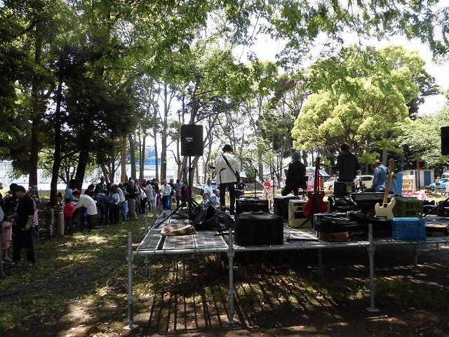 5月のさわやかな風の中を心地よい音楽が 津田・荒田島地区(吉原)の「流しそうめん大会」_f0141310_07015230.jpg