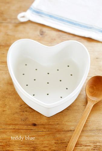 vintage Apilco heart strainer  アピルコ ハートの水切り_e0253364_10102372.jpg