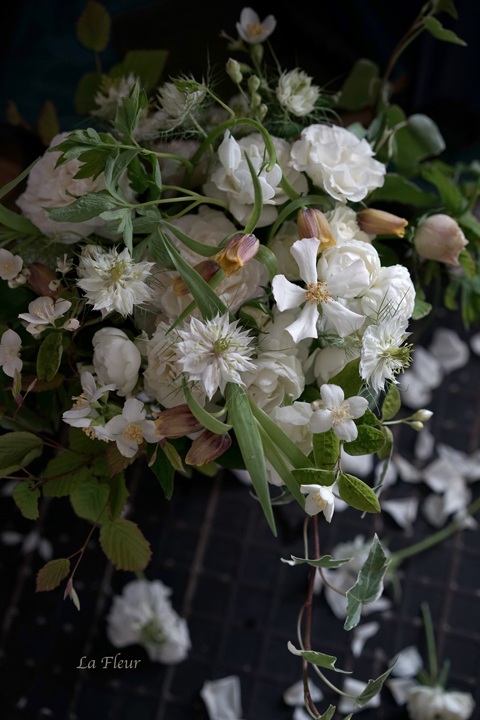 フリチラリア ウバブルピスを入れた花束_f0127281_20280133.jpg