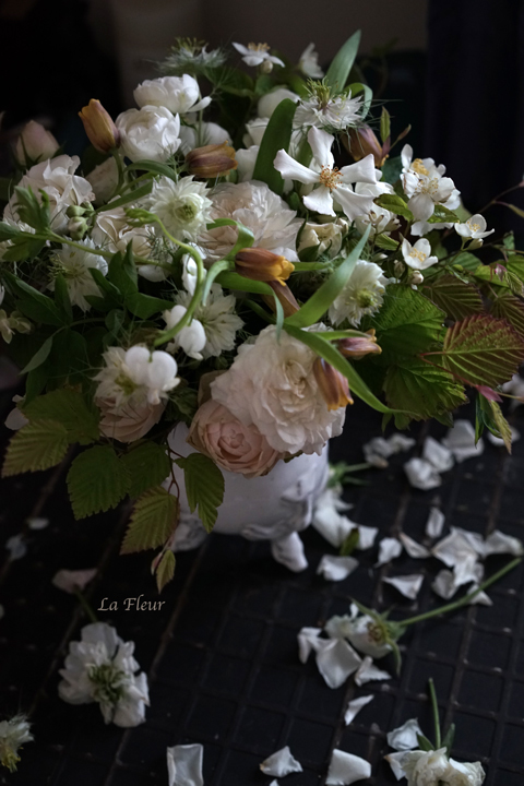 フリチラリア ウバブルピスを入れた花束_f0127281_20344084.jpg