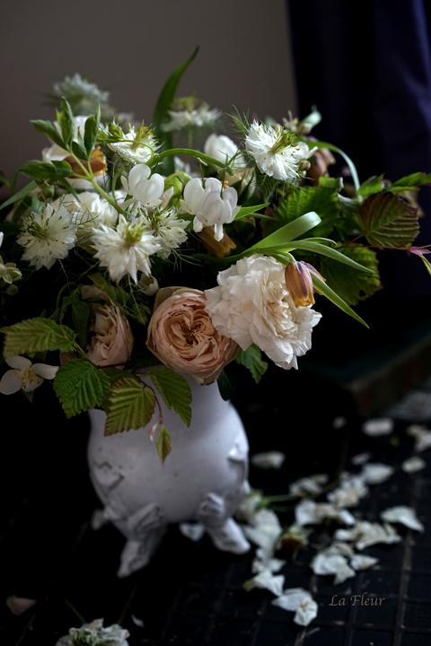 フリチラリア ウバブルピスを入れた花束_f0127281_21314388.jpg