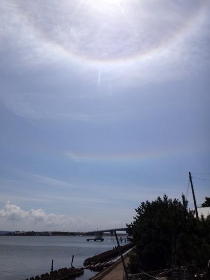 大きな日暈と環水平アーク、岩木山と一緒の景色♪_a0136293_18045045.jpg