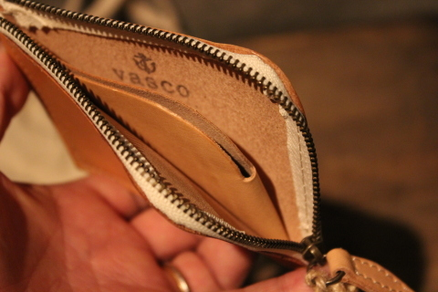 "VASCO 1点物の""LEATHER TRAVEL L-ZIP MINI WALLET\"" ご紹介_f0191324_08321680.jpg"