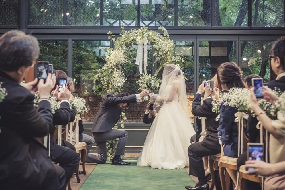 秋の装花 リストランテASOの花嫁様より、かすみそうのアーチの前のプロポーズ_a0042928_21043946.jpg