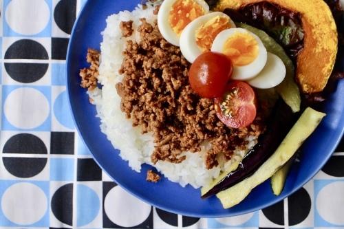 ひき肉と半熟卵と夏野菜ののっけごはん_f0220354_21164761.jpeg
