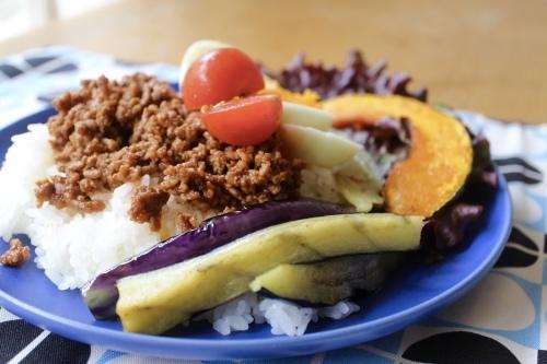 ひき肉と半熟卵と夏野菜ののっけごはん_f0220354_21172386.jpeg