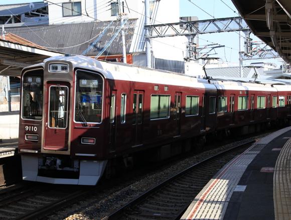 阪急9010F 石橋駅にて!_d0202264_214962.jpg