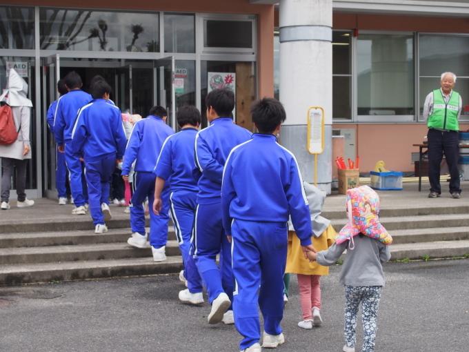 中学校・保育園合同防災訓練が行われました_c0238069_15065575.jpg