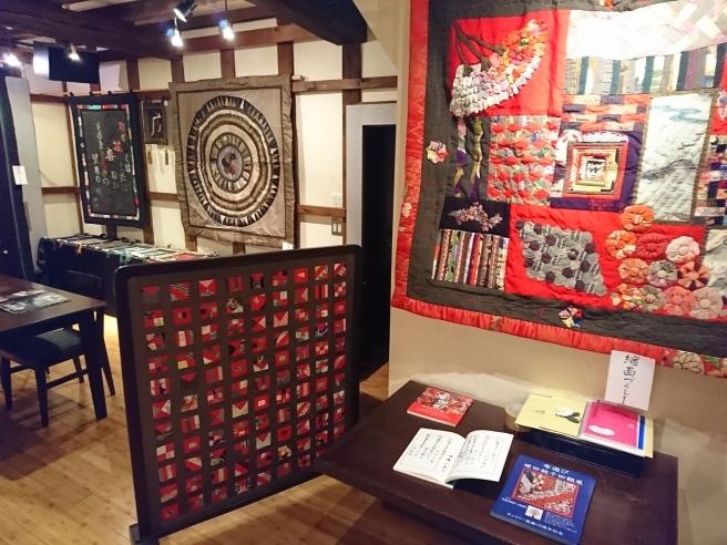 蔵織、今日から新たな展示です。_e0046190_18015512.jpg