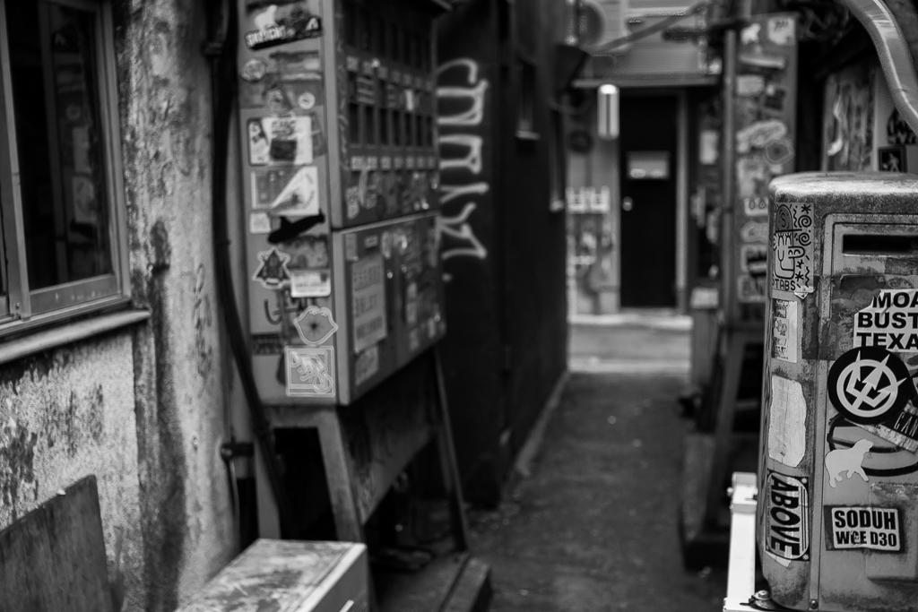 モノクロの世界、新宿花園一番街_b0010915_20091435.jpg
