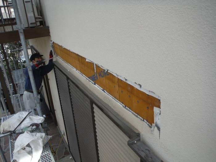 屋根・外壁の塗り替え ~ リビング庇を取外し。_d0165368_04240535.jpg