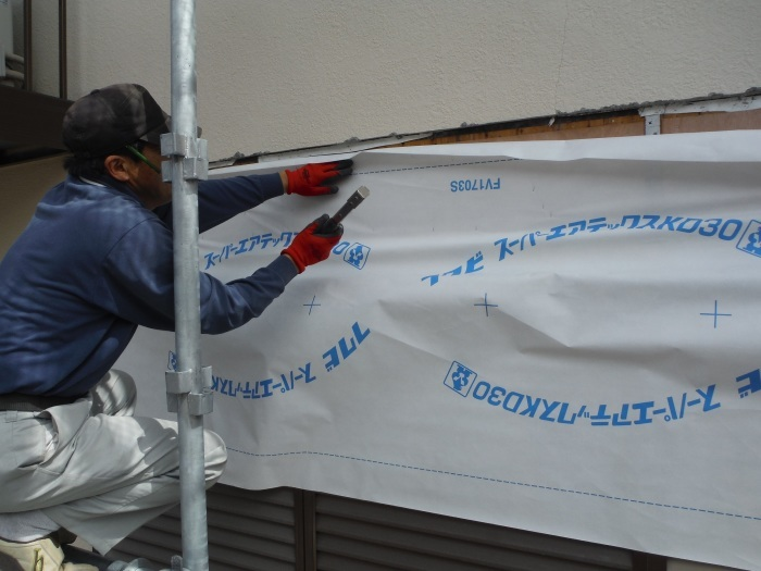 屋根・外壁の塗り替え ~ リビング庇を取外し。_d0165368_04241583.jpg