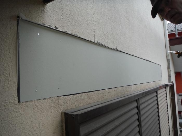 屋根・外壁の塗り替え ~ リビング庇を取外し。_d0165368_04243040.jpg