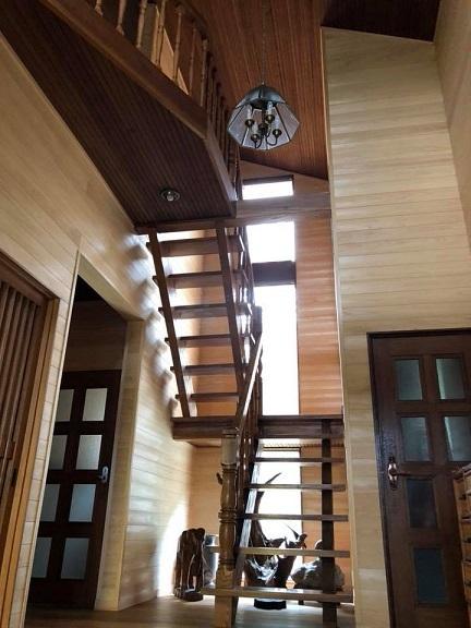 階段ホールにジャストフィットなFUGA_e0133255_17342078.jpg