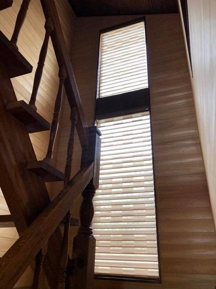 階段ホールにジャストフィットなFUGA_e0133255_17343639.jpg