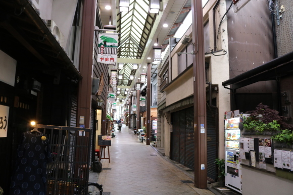 雨の下御門商店街(奈良県奈良市)_c0001670_19585082.jpg