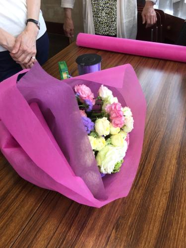 今日は母の日。先日の、神戸甲南漬け甲南カルチャー倶楽部でのレッスンは、ご自身で花束を束ねて頂きました。_a0135999_02595894.jpg