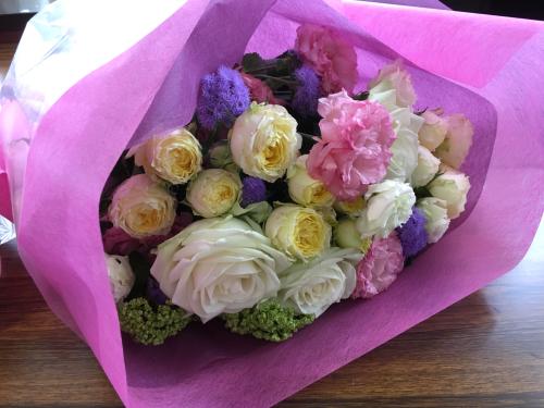 今日は母の日。先日の、神戸甲南漬け甲南カルチャー倶楽部でのレッスンは、ご自身で花束を束ねて頂きました。_a0135999_03053810.jpg