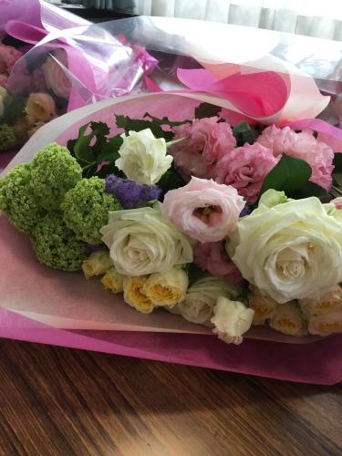 今日は母の日。先日の、神戸甲南漬け甲南カルチャー倶楽部でのレッスンは、ご自身で花束を束ねて頂きました。_a0135999_03053912.jpg