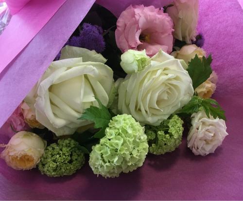 今日は母の日。先日の、神戸甲南漬け甲南カルチャー倶楽部でのレッスンは、ご自身で花束を束ねて頂きました。_a0135999_03054090.jpg