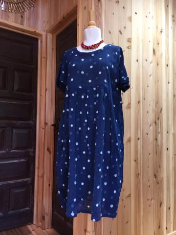 水玉のコットンワンピース、シルク手刺繍スカート_d0187468_12403544.jpg