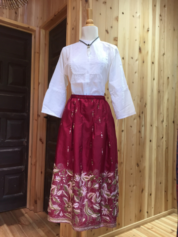 水玉のコットンワンピース、シルク手刺繍スカート_d0187468_12403607.jpg