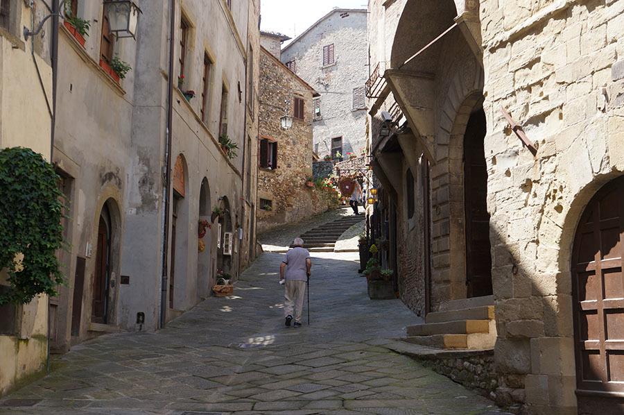 中世の坂の街アンギアーリにある老舗の生地メーカー、ブサッティ_f0106597_23222940.jpg