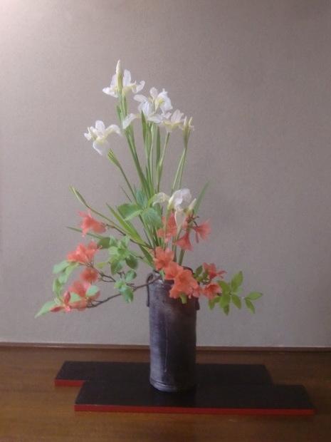 躑躅、サツキ、カキツバタの花々、そして活花_f0329849_17382058.jpg